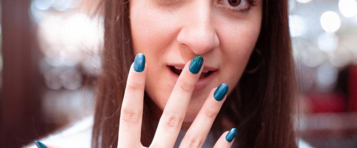 Le vernis semi permanent est-il dangereux pour les ongles ?