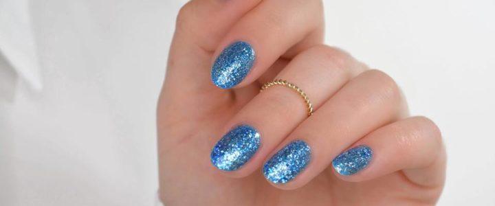Smalto paillettato: perché ci piace la manicure glitterata